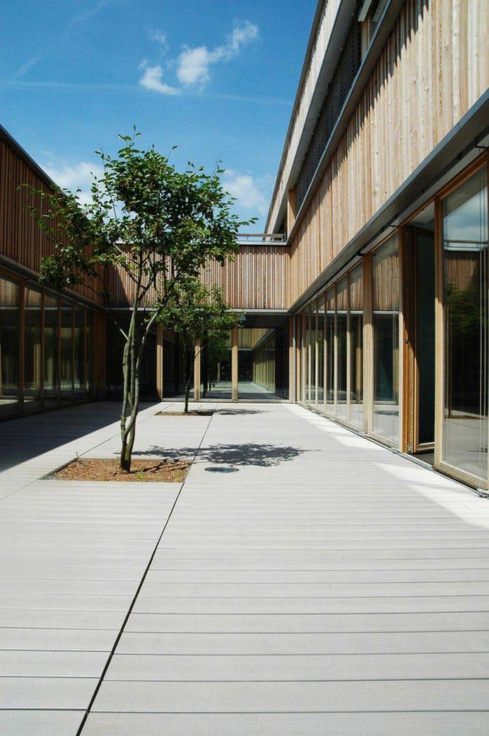 WPC Dielen von MYDECK im Innenhof der Michael Grzimek Schule