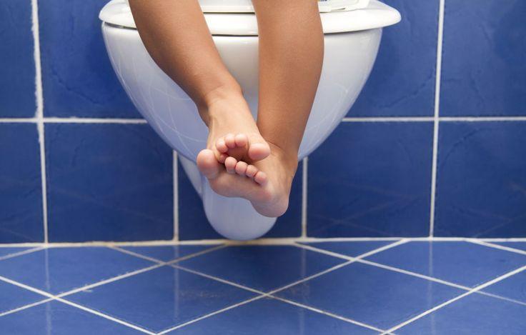Cum puteti ajuta un copil care sufera de constipatie? Daca adultii fac fata cu greu constipatiei, ganditi-va cat de greu poate fi pentru copii, deoarece ei nu constientizeaza ce li se intampla, iar aceasta stare le