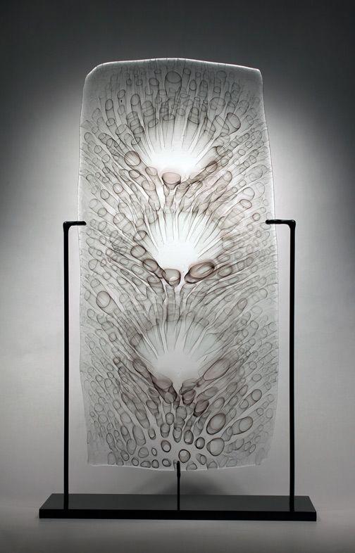 Steven Tippin Dispersion (2013) // Panneau mural de verre fusionné avec supports en aluminium, 22,5 x 11 x 0,25 cm / Fused Glass on Aluminum Wall Mounts, ...