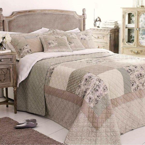 les 25 meilleures id es de la cat gorie couvre lit patchwork sur pinterest couvre lit chevrons. Black Bedroom Furniture Sets. Home Design Ideas