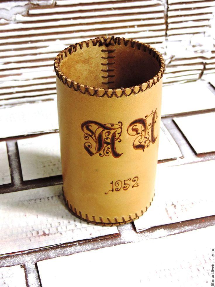 Купить Именной подарок. Кожаный чехол на бутылку (футляр) с инициалами - бежевый, натуральная кожа