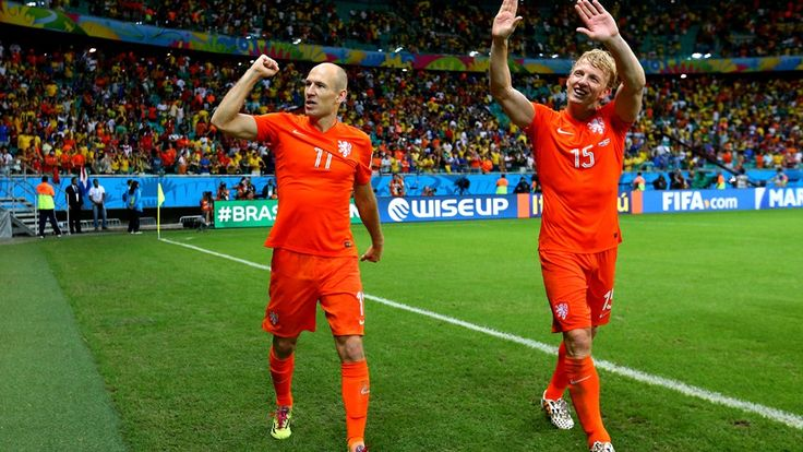Copa do Mundo da FIFA Brasil 2014 - Arjen Robben (L) and Dirk Kuyt of the Netherlands celebrate the win after the 2014 FIFA World Cup Brazil Quarter Final match between Netherlands and Costa Rica at Arena Fonte Nova on July 5, 2014 in Salvador, Brazil