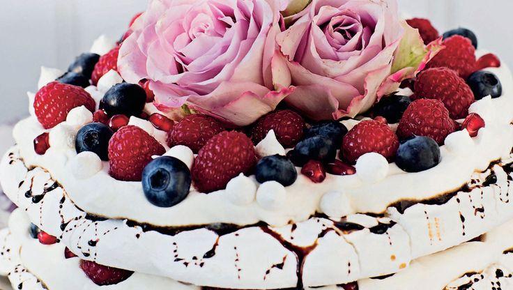 Marengslagkage med lakrids og bær