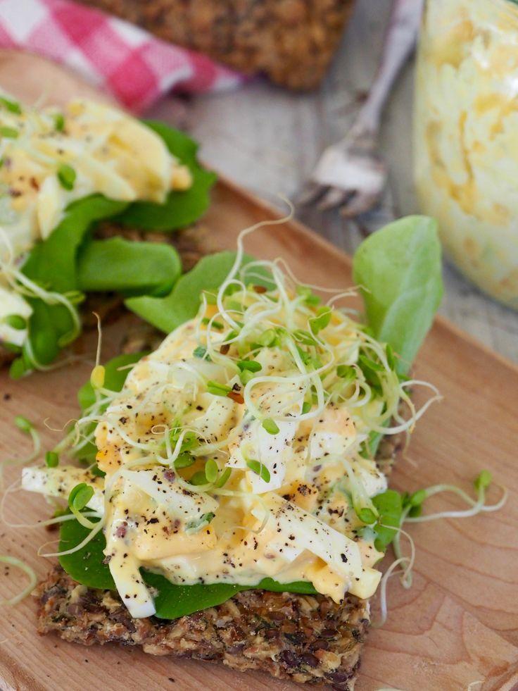 eggesalat og knekkebrød