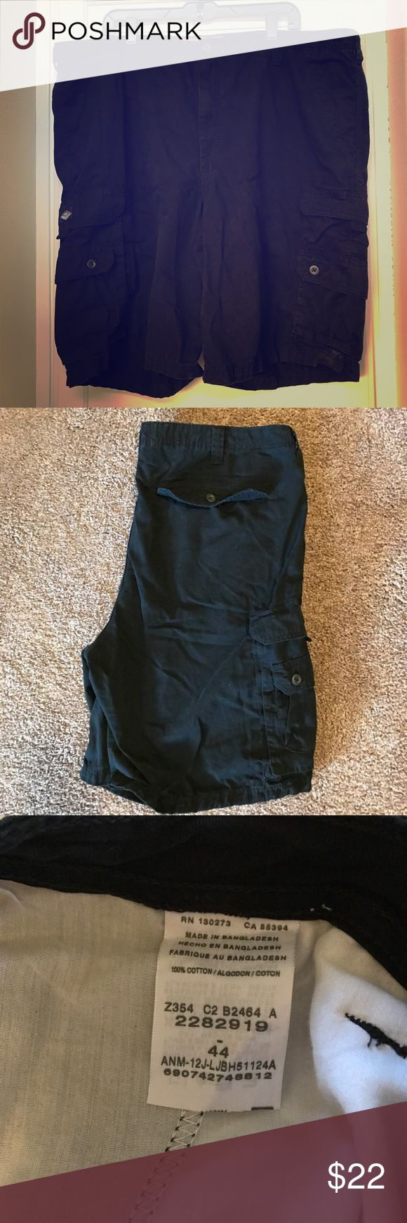"♦️Men's Lee Dungarees shorts Black Cargo shorts in good used condition. Minimal fading with no rips/tears/stains. 10"" inseam. Lee Shorts Cargo"