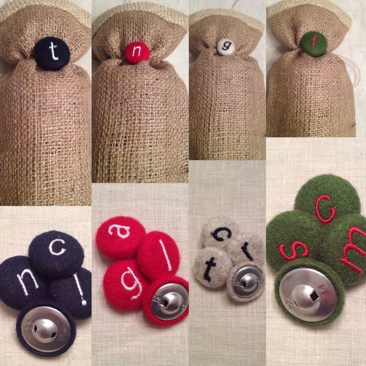Regali personalizzati con bottoni in panno e monogramma.