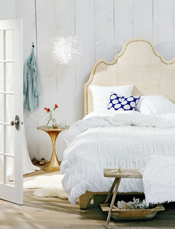 Southern CharmBeach Cottages, Cottages Bedrooms, Headboards, Bedrooms Design, White Beds, Design Bedrooms, Southern Charm, White Bedrooms, Bedrooms Decor