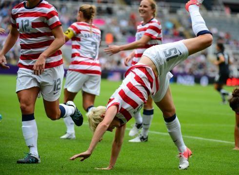 Pinoe cartwheel. (Christopher Hanewinckel/USA TODAY Sports)