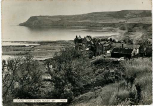 YORKSHIRE - ROBIN HOOD'S BAY LOOKING SOUTH - REAL B&W PHOTO - POSTED 1959. in Collectables, Postcards, Topographical: British | eBay