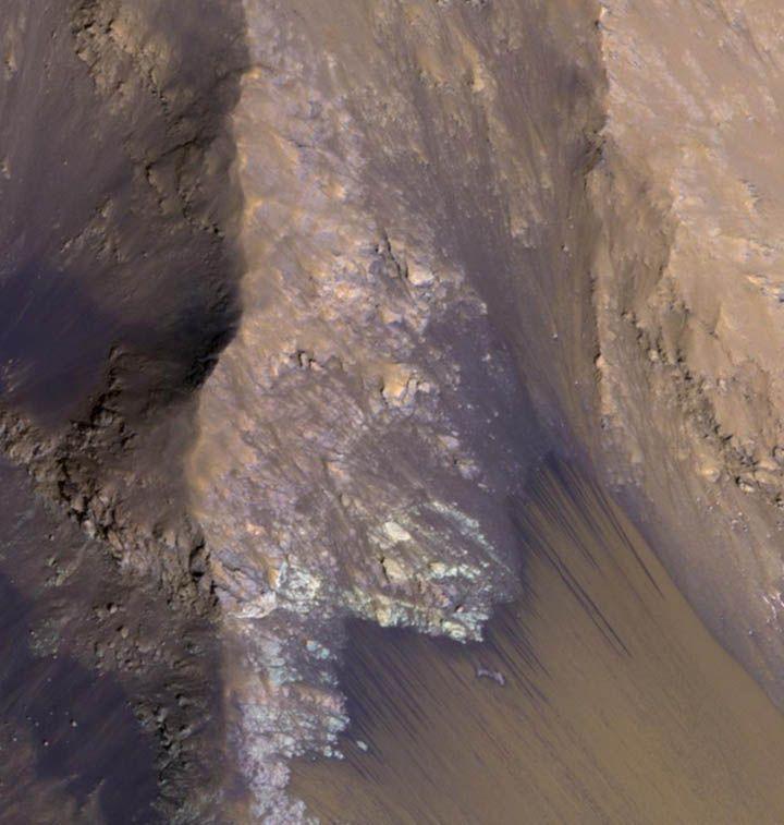 #NASA confirma hallazgo de agua en #Marte. Se encontraron rastros de agua salada en estado líquido y sólido http://www.argnoticias.com/mundo/item/37948-nasa-confirma-hallazgo-de-agua-en-marte