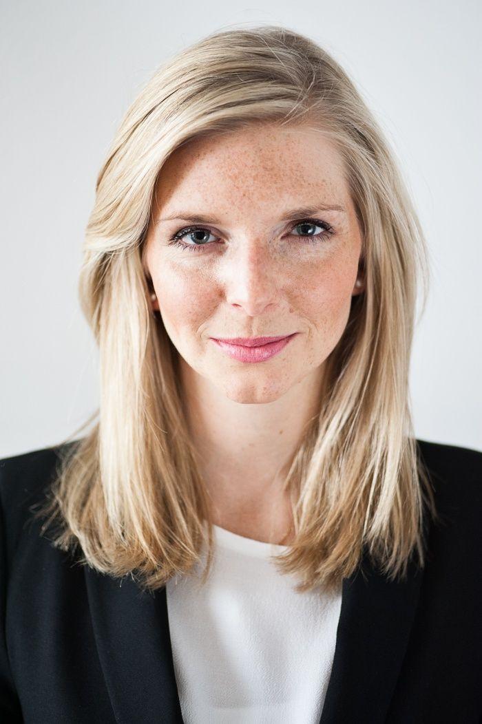 Lea-Sophie Cramer (29), Gründerin und Geschäftführerin des Luxus-Online-Sexshops Amorelie, zählt zu den bekanntesten Vorzeige-Gründerinnen Deutschlands. Das Magazin Emotion hat die bald zweifache Mutter in Hamburg getroffen und mit ihr geplaudert.