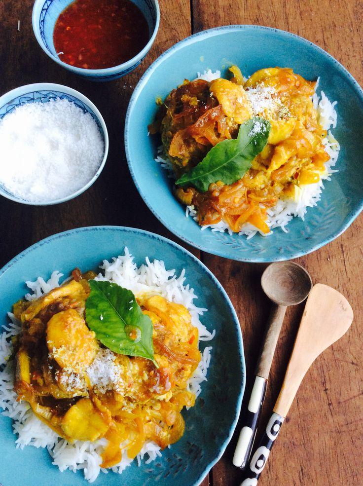 Sit voor met sambals, soos tamatie- en uie, klapper en 'n brandsous soos warm blatjang of soetrissiesous.
