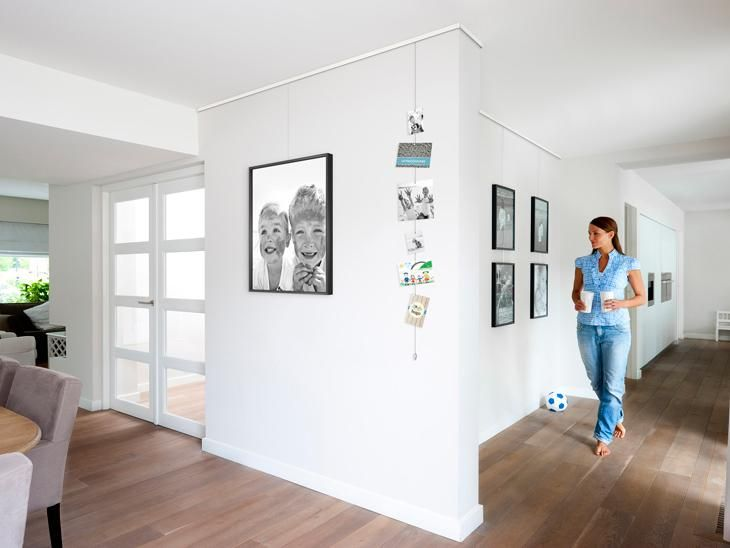 salle à manger - cimaise click rail Artiteq. Il est facile d'accrocher vos tableaux grâce aux cimaises.