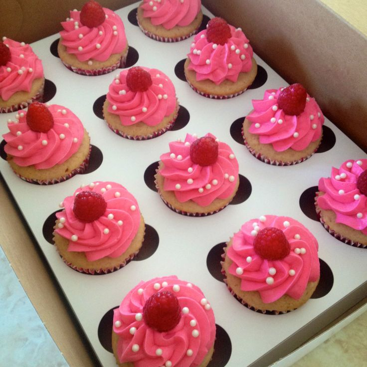 White chocolate raspberry cupcakes. See more cupcakes on my instagram account @ macpherson184