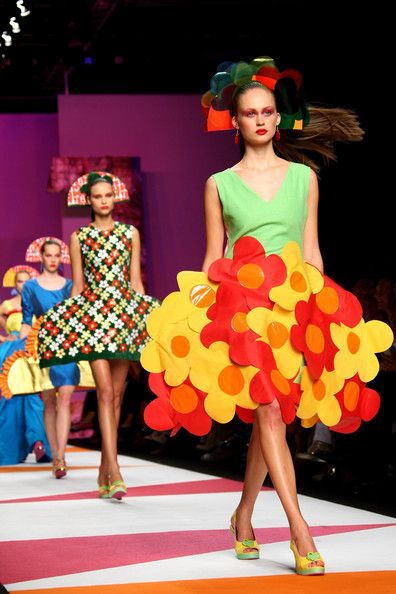Agatha Ruiz De La Prada - MFW Womenswear Spring/Summer 2009 #fashion #crazy #funky #surrealist #modern #colourful #colorful #milan #milanfashionweek #flowers