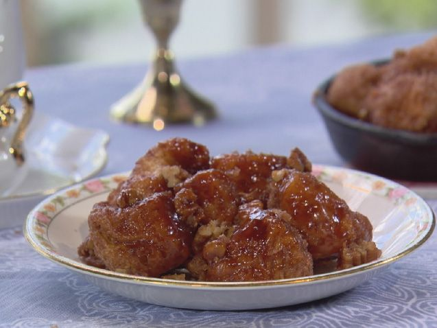 Get this all-star, easy-to-follow Mini Monkey Bread Muffins recipe from Trisha Yearwood