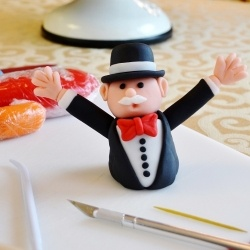Making fondant figurines doesn't have to be complicated and it doesn't require a lot of skill. It brings your cake to life!