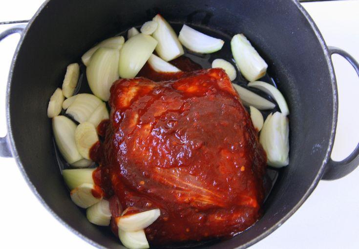 Kikar bara förbi för att tipsa om en god söndagsmiddag till imorgon – pulled pork (igen). En återkommande favorit härhemma, och vi lagar den to.m oftare än den syns i bloggen  Galet gott, och hur enkelt som helst att göra. Det här behöver du : 1,2 kilo fläskkarre salt, … Läs mer