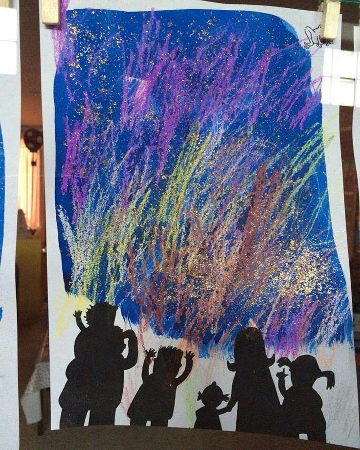 Vuurwerk door met wasco lijnen te trekken en dan met ecoline erover te schilderen.