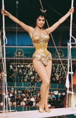 ジーナ・ロロブリジーダが出演した『空中ブランコ』では多くの観客の視線を奪った!