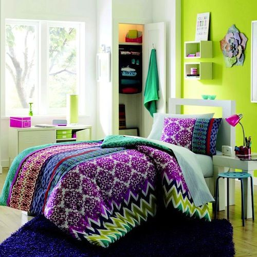 Colorful Dorm Room: 5 Essentials For Your College Dorm Room This Year