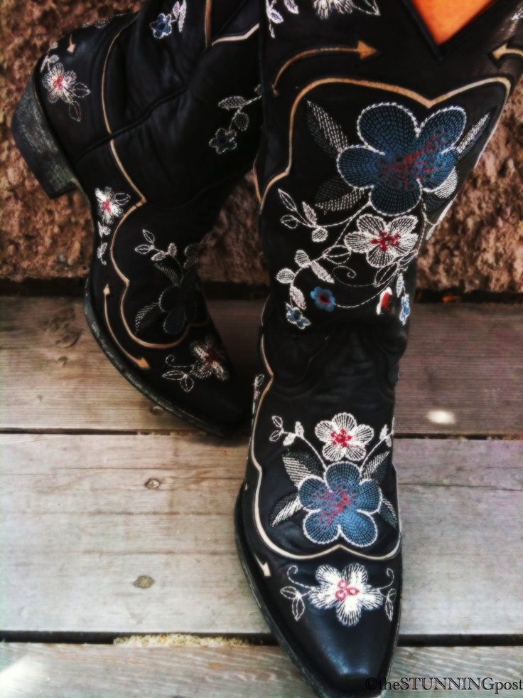 Numero tres... boots that are made for walkin'.
