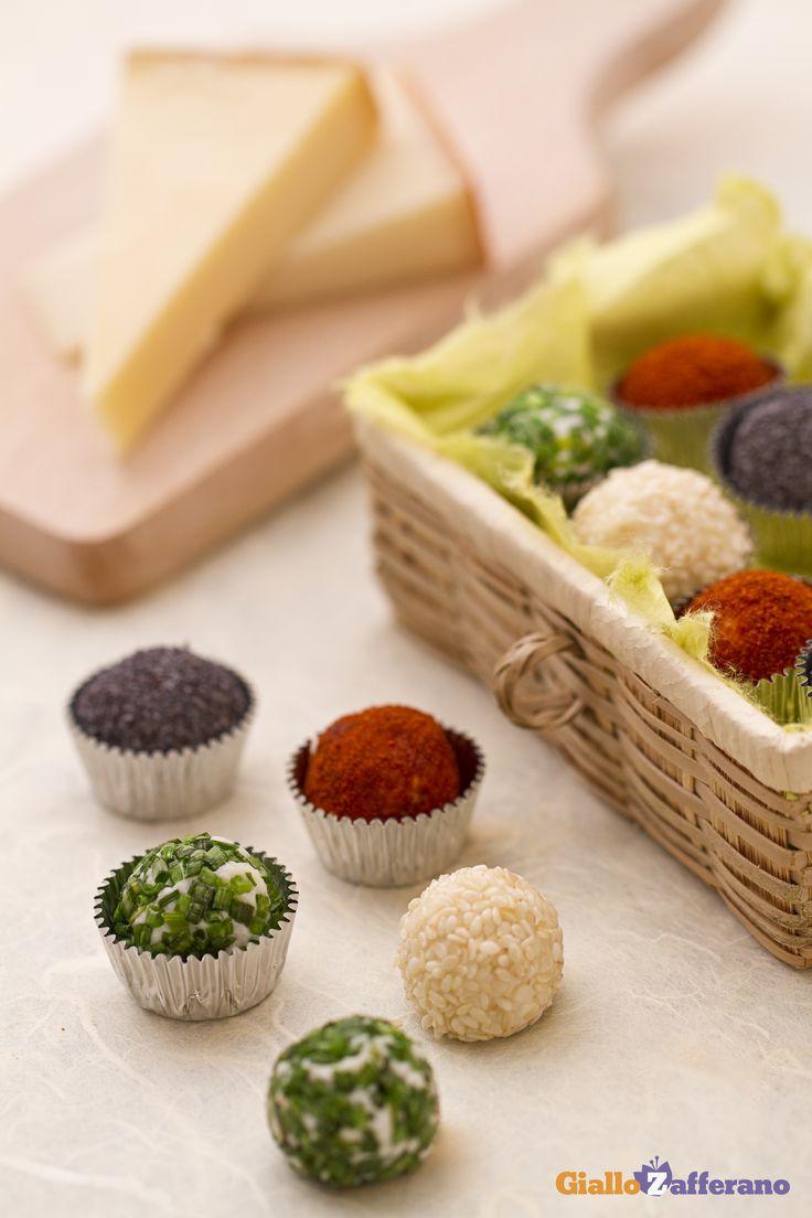 Servite i tartufini di formaggio ai 4 colori durante un aperitivo di #Carnevale, per rendere più vivace la vostra tavola, e… preparatevi alla richiesta di un bis! #ricetta #GialloZafferano #Carnival #italianfood #italianrecipe http://speciali.giallozafferano.it/carnevale