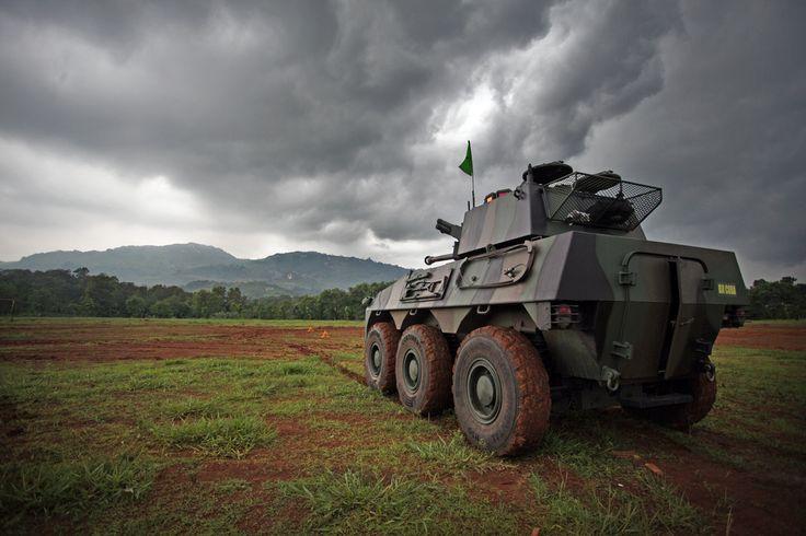 PT. Pindad (Persero) - ALUTSISTA TNI: Jokowi Apresiasi Panser Badak Produksi Pindad