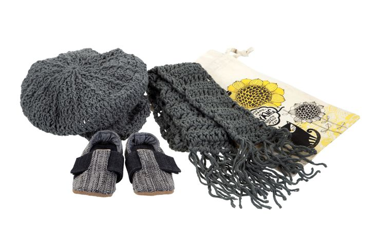 Poorboy cap, scarf and graphite shoes for winter