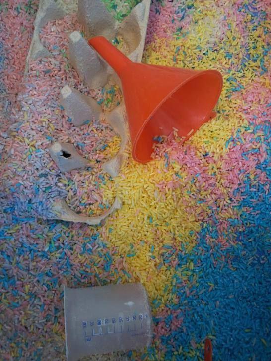 Gekleurde rijst Kleuterklasse.