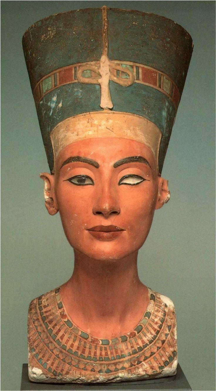 busto della regina di Nefertiti, ca 1340 a. C. Pietra calcarea dipinta. Da Tell el- Amarna. Berlino, Neues Museum.