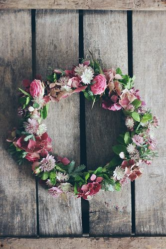 ©La mariee aux pieds nus - Couronne de fleurs roses anciens   Flickr - Photo Sharing!