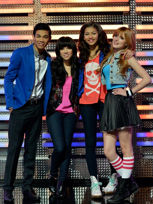 """Carly Rae Jepson rocks the Shake it up stage in the Shake it up episode """"My Fair Librarian It up!"""""""