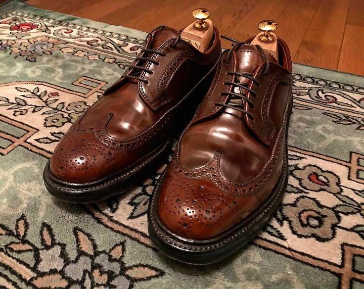"Reposting @task.k: ... ""ALDEN . 今日履いたラベロを磨きました。 フリクションペンのお尻側を使って毛羽立ちをおさえました . コロニルで仕上げワックスなしです。 . .  #ALDEN #オールデン #cordoban #コードバン #97502 #プランテーションソール #plantationsole #mensshoes #shoeshine #shoes #barrielast #Ravello #LWB #cream  #neutral #shoeshiner #highshine #shoestagram #mensfashion  #mirror #used #astringent #goodnight #gentleman #靴磨き #紳士靴 #collonil #supreme"""