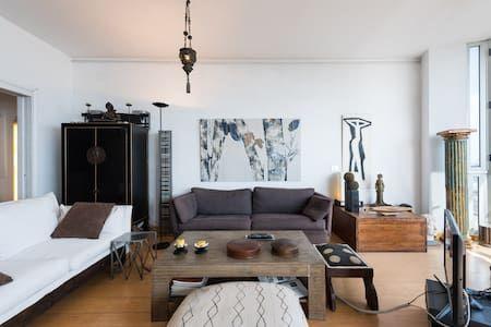 Échale un vistazo a este increíble alojamiento de Airbnb: Habitación doble en zona antigua de la ciudad - Apartamentos en alquiler en Las Palmas de Gran Canaria
