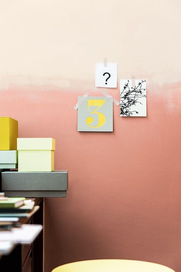 Pour rendre notre intérieur unique, on utilise la peinture autrement sur les murs. On joue avec les couleurs, avec les effets. On réalise un tie and dye pour colorer le mur en dégradé, on imagine un mur où les travaux de peinturesemble inachevés, on créé des ombrages, ou bien on peint un m