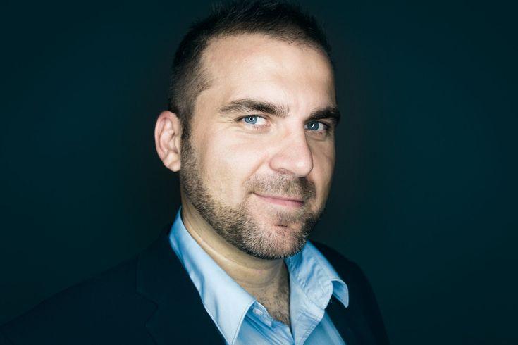 Vil du høre, hvordan du sælger på LinkedIn? Så lyt med på min nyeste podcast med Jacob Elton der underviser i, hvordan man sælger på LinkedIn.