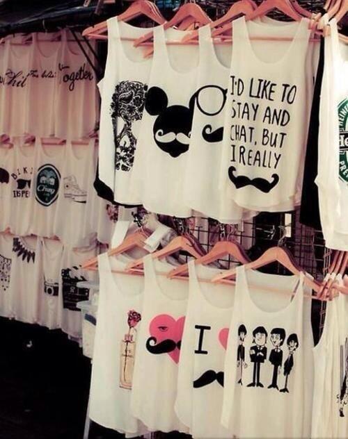 T-Shirts - Poleras - London