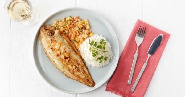 Tongfilets met geroosterde amandelen, paprika en koriander, rijst