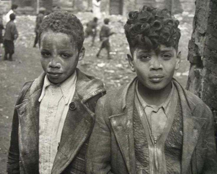 •• © Helen Levitt •• New York, c.1940