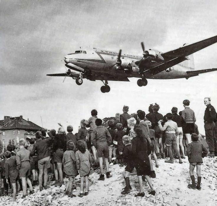 Ponte aereo degli americani per Berlino Ovest, assediata dai sovietici (1949)