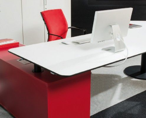 arbeitstisch s590 mit sideboard  #dynamicred #workplace