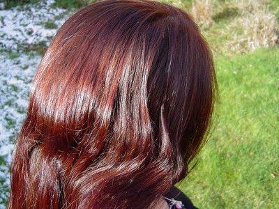 Lesk vlasům dodá například odvar z heřmánku, kopřivy a octa.
