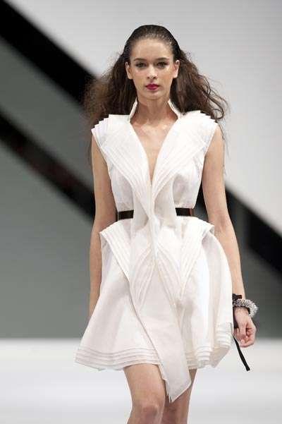 equilibrio formal asimetrico en la moda - Buscar con Google