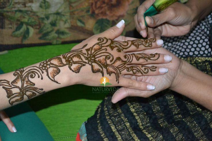 Tatuajes en #henna por especialista de la #India en #Bogotá http://www.naturveda.com.co/tatuaje-en-henna/