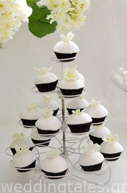 Τούρτες & Γλυκά Γάμου: Floral Λευκά Cupcakes Γάμου