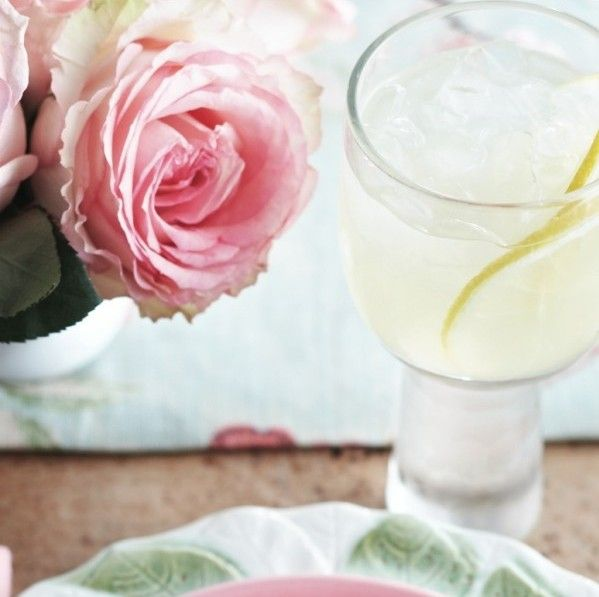 Elegant Mother's Day brunch idea:  CocktailChardonnay and lemon zinger Raise a glass to Mom and all she does with this refreshing white wine spritzer. Cheers!
