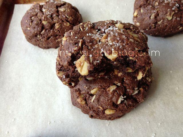 Salty Chocolate Oat Cookies by Vanilla Sugar Blog, via Flickr