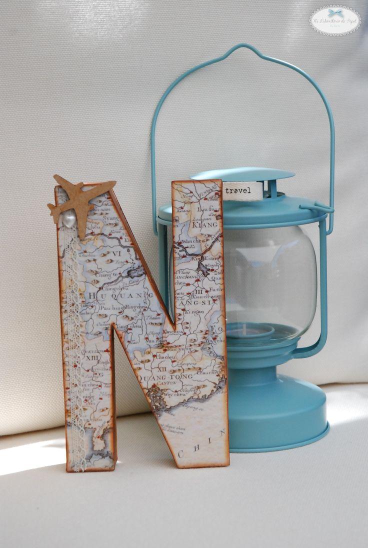 Preciosa inicial personalizada para una chica muy viajera...¡un regalo muy original! Más info: milaboratoriodepapel@gmail.com