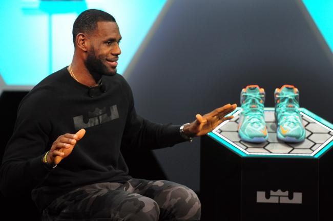 LeBron James' Short-Term Contract Is Latest Proof He's in a Class by Himself | Bleacher Report